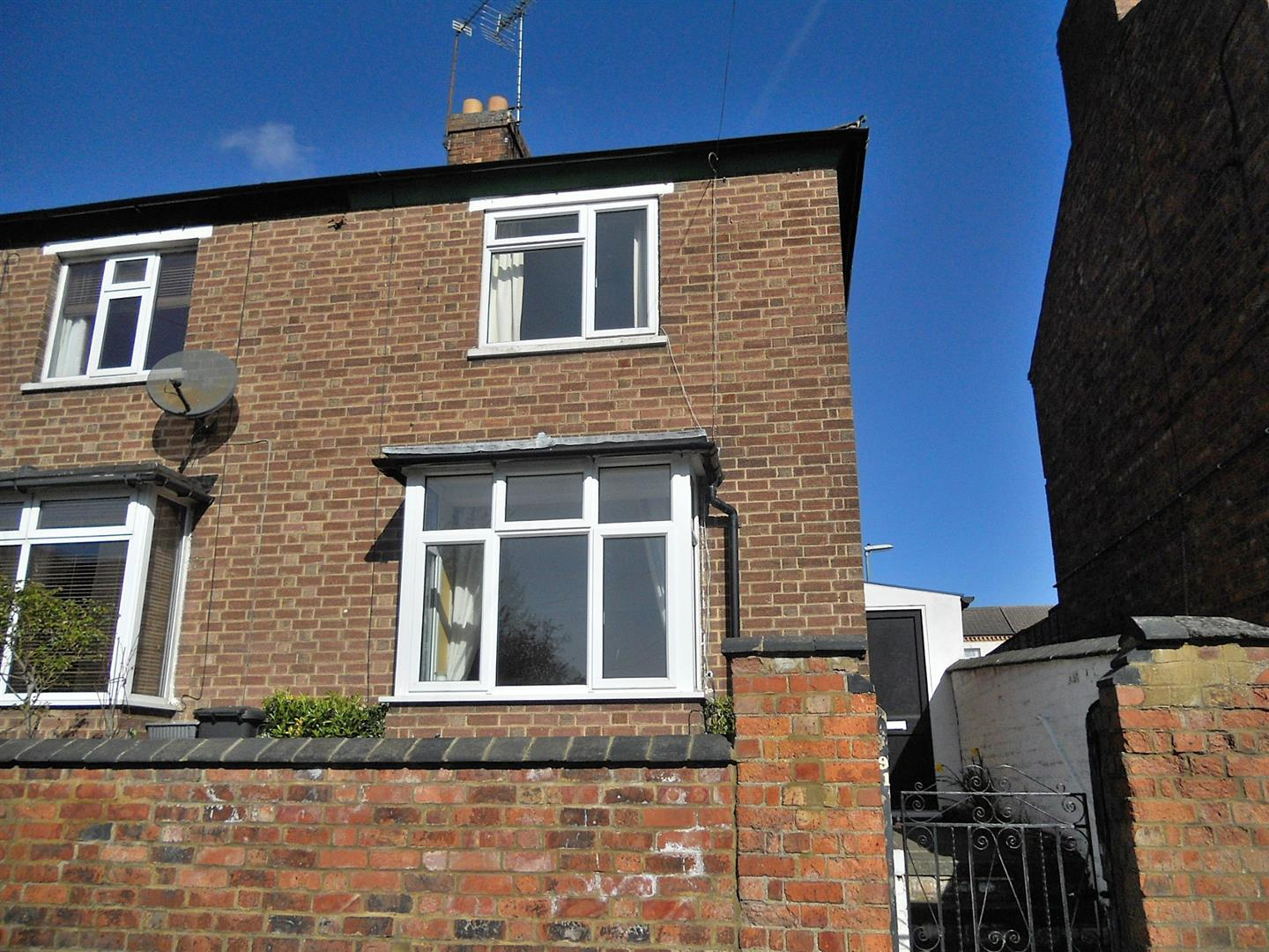 2 Bedrooms Semi Detached House for sale in Knox Road, Wellingborough
